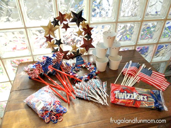 Oriental Trading Patriotic Red White and Blue 4th of July Decorating #DIY #RedWhiteBlue #Patriotic #July4th