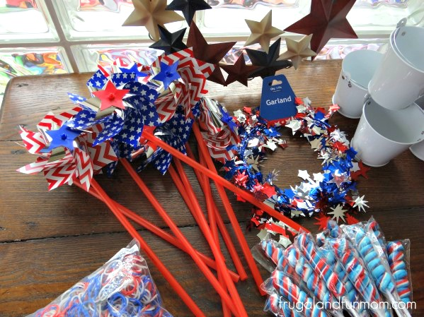 Patriotic Red White and Blue 4th of July Decorating Pinwheels #DIY #RedWhiteBlue #Patriotic #July4th