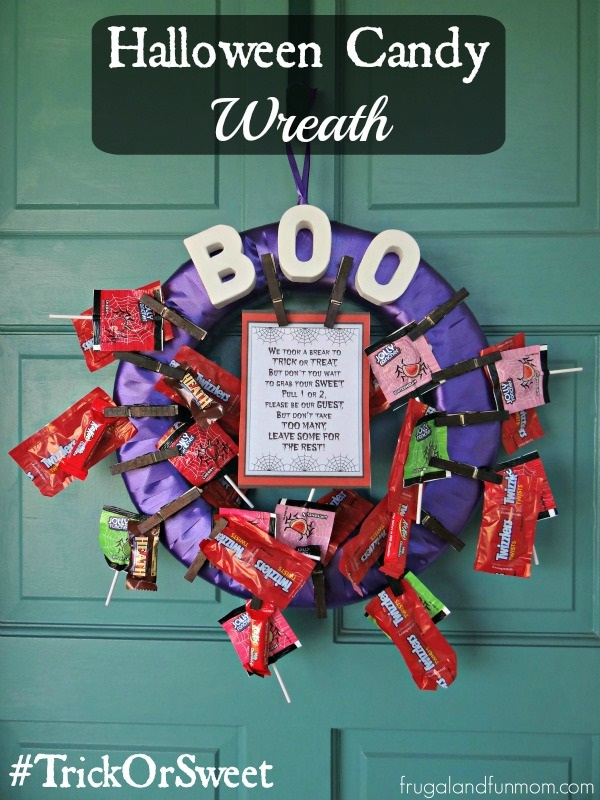 Halloween Candy Wreath! Decorating for Parties and Trick or Treat! #TrickOrSweet