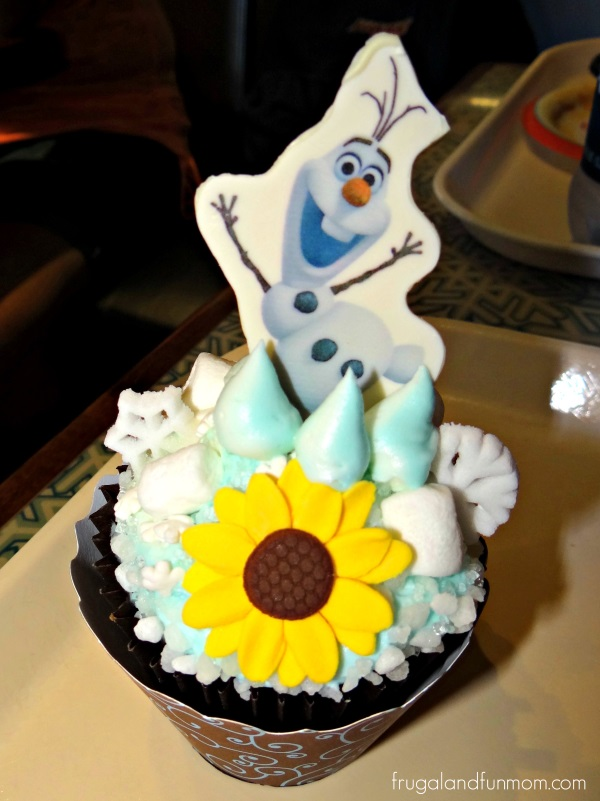 Olaf Cupcake at Sunshine Seasons