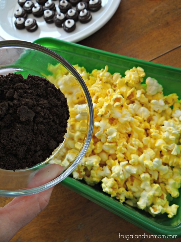 Making Cookies and Cream Popcorn